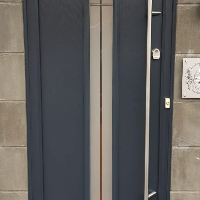 Image: 2019-12/augusta-long-linear-composite-door.jpg